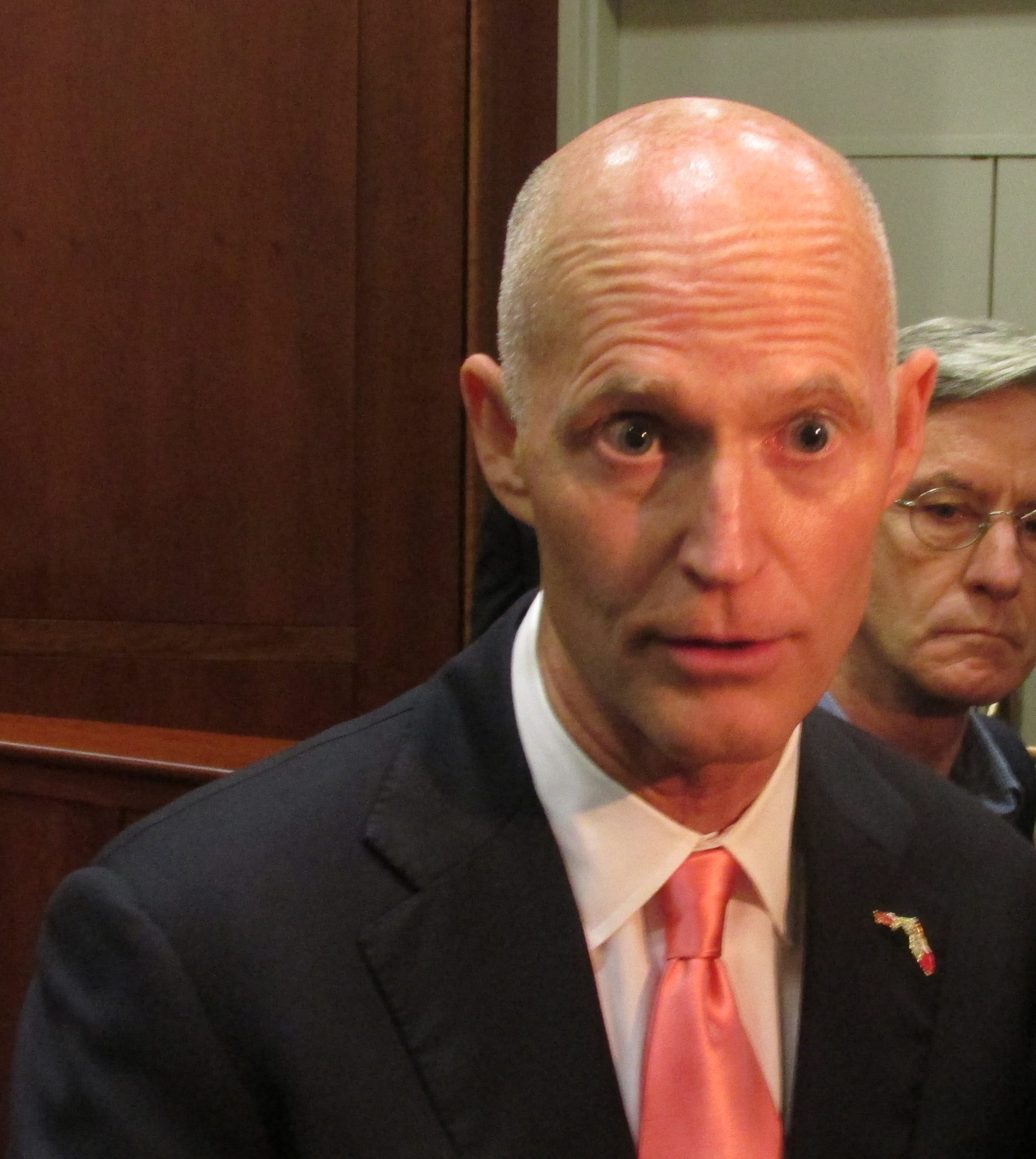 Scott signs 2014-15 budget, spares local water projects