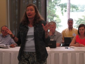Laurie Fowler of the University of Georgia speaks to the ACF Stakeholders group in Eufaula, Ala.